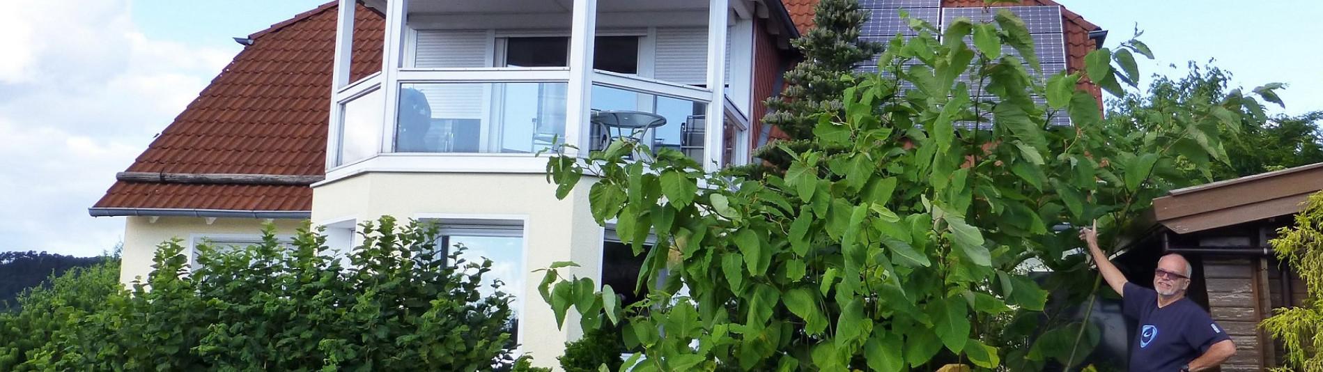 Familienhaus im Grünen ausgestattet mit einem Heimspeicher sonnenBatterie produziert saubere und bezahlbare Energie