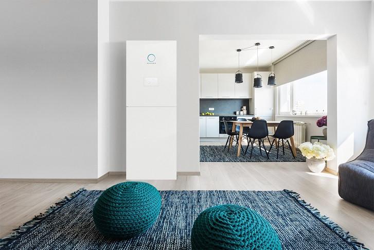 Wohnzimmer mit sonnenBatterie mit Blick in die Küche