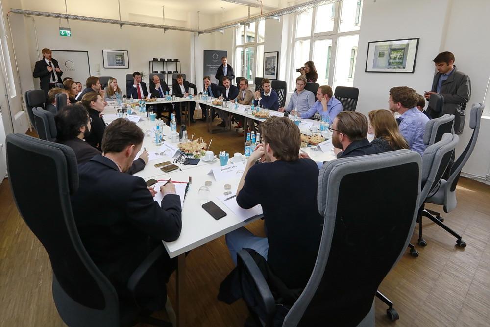 Martin Schulz in der Diskussionsrunde mit jungen Unternehmern