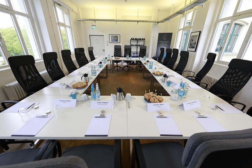 Der vorbereitete, leere Raum für die Dikussionsrunde mit Martin Schulz