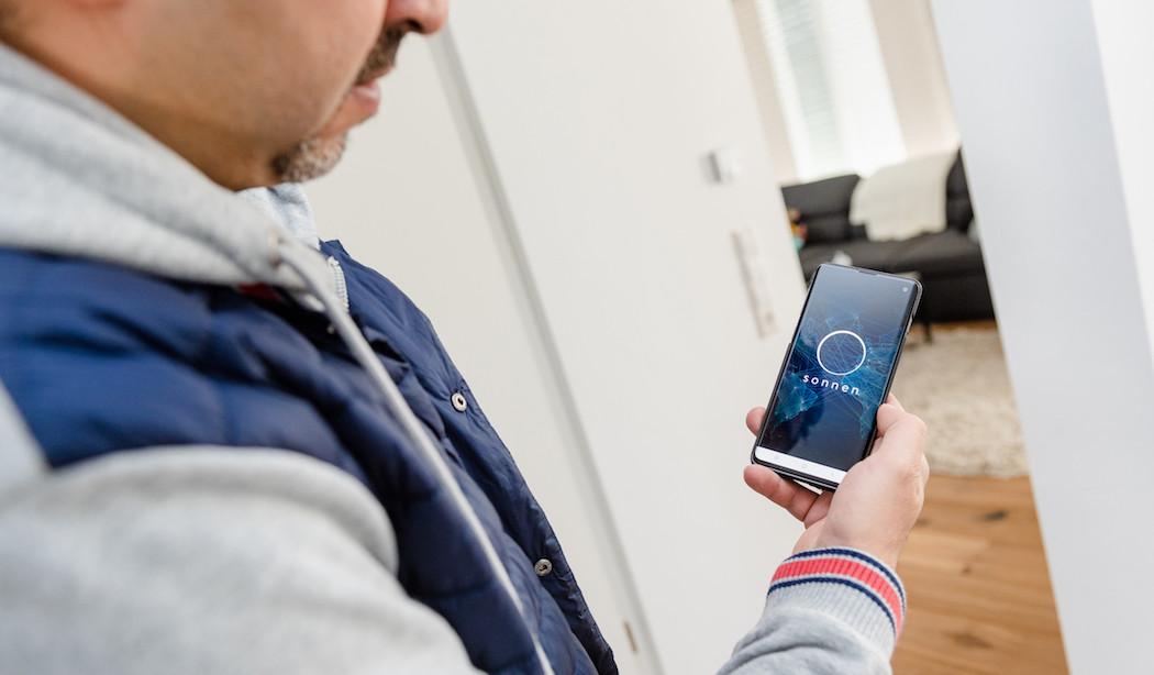 Sharokh Khalili nutzt die sonnen App
