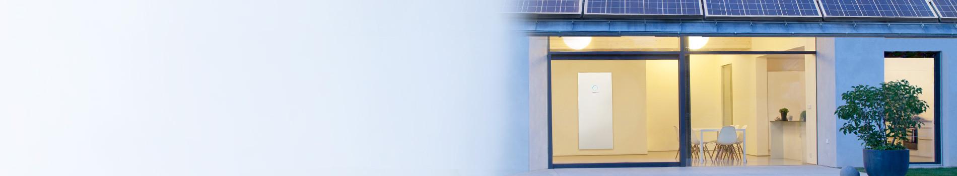 Haus in der Dämmerung mit sonnenBatterie