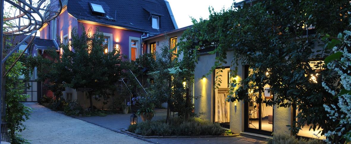 Weingut Hotel produziert Strom mit einem Energiespeicher und einer Solaranlage  und macht sich unabhängig